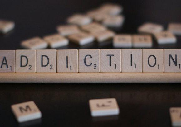 #guestpost: Are women more prone to addiction? – @kateharveston